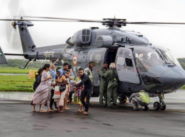 Air Force personnel carry out rescue operations at a flood-affected region following heavy monsoon rainfall, in Kochi on Thursday, Aug 16, 2018. (PTI Photo)